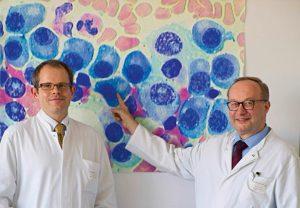 Prof. Dr. Hermann Einsele (rechts) mit PD Dr. Stefan Knopmit